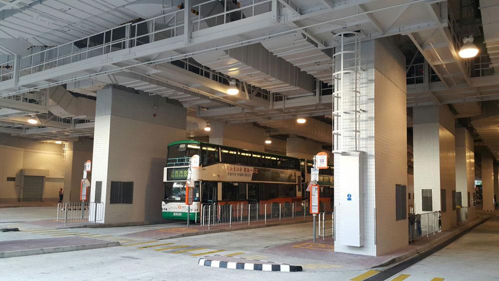 基座下的巴士總站 - 相片由Ken Cheung提供