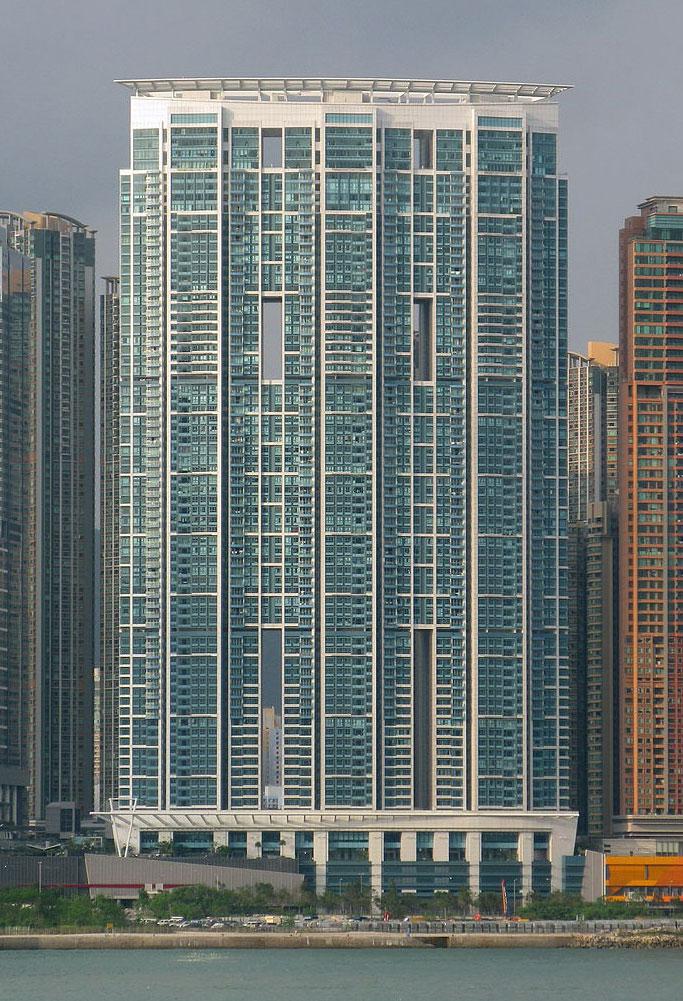 君臨天下外觀- Baycrest作品 (維基百科)