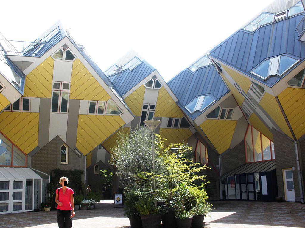 鹿特丹方塊屋外型2- Arroww作品 (維基百科)