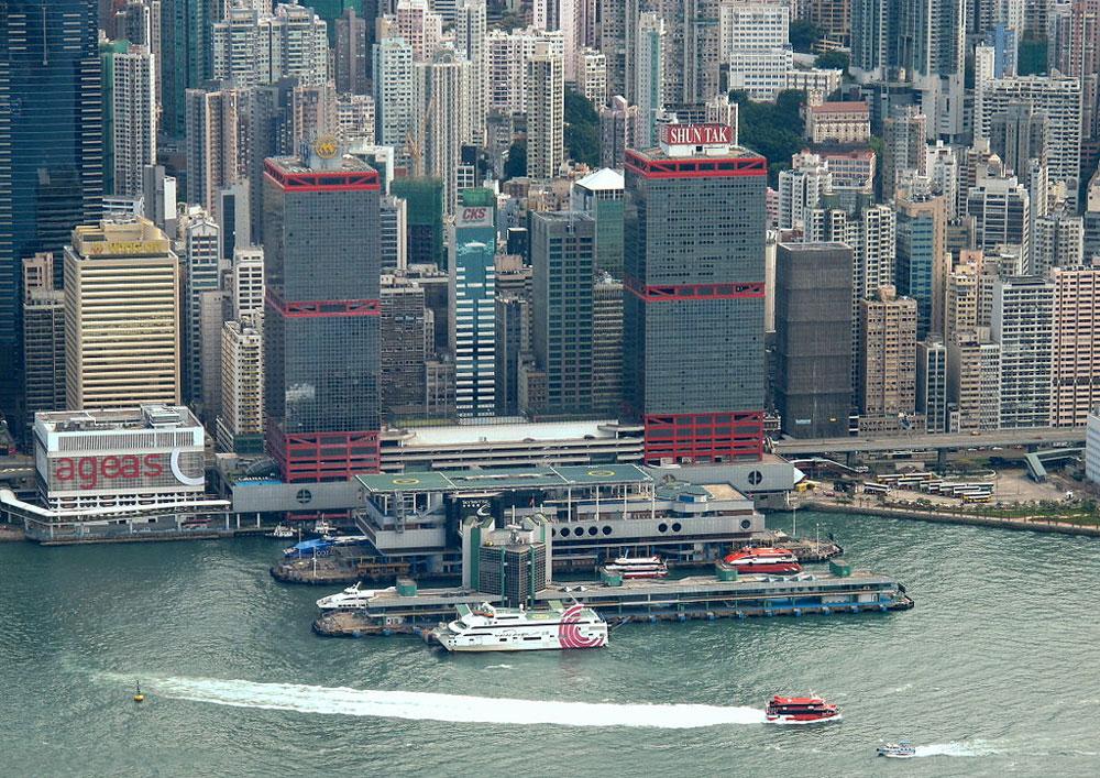 信德中心毗鄰港澳碼頭 - WiNG作品 (維基百科)