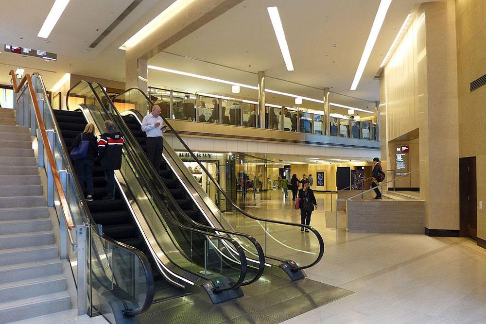 歷山大廈商場內部 - Wpcpey作品 (維基百科)