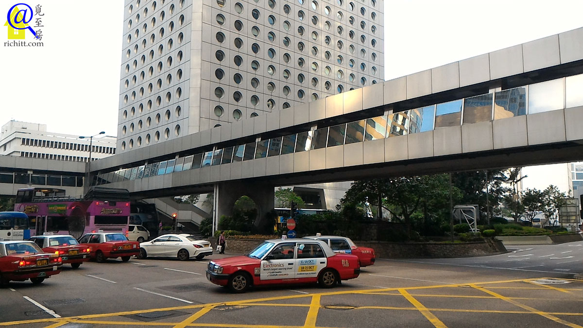 連接項目及其他大廈的行人天橋