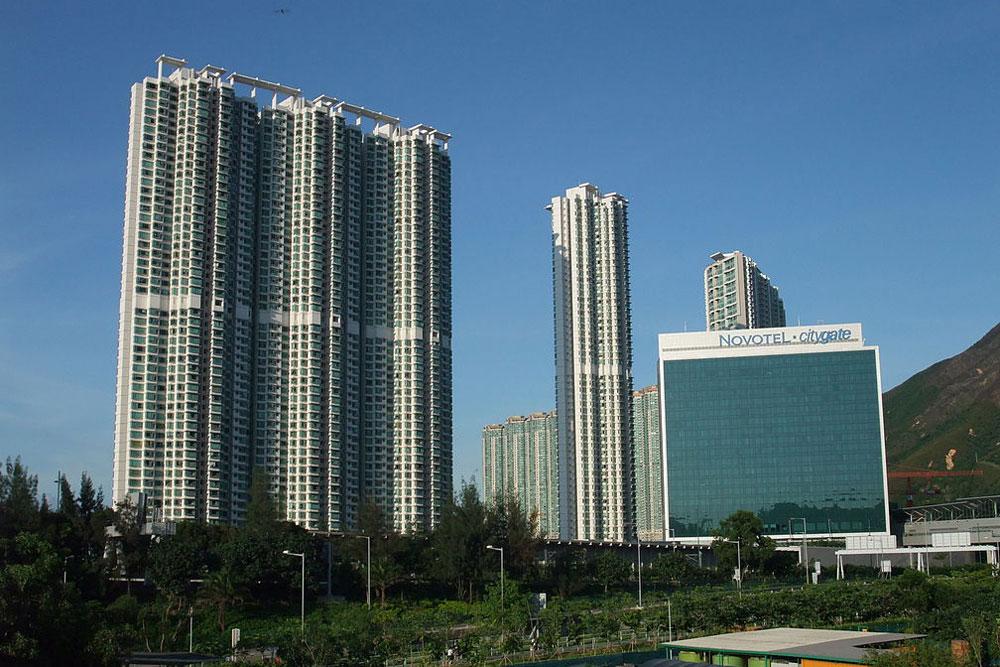 海堤灣畔外觀- Minghong作品 (維基百科)