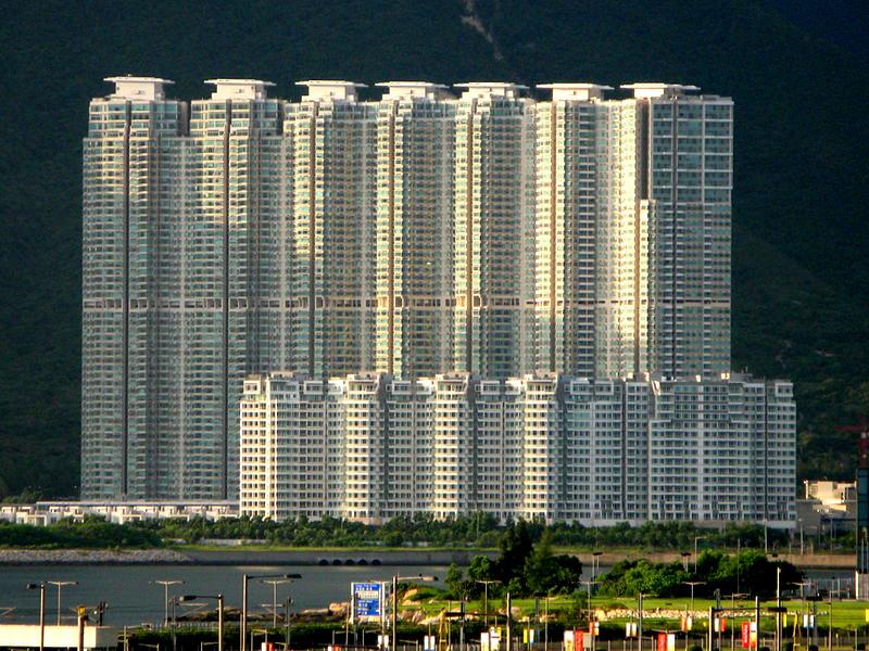 藍天海岸發展項目外觀- WiNG作品 (維基百科)