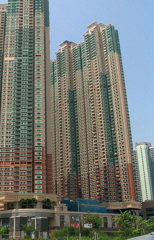 城中駅外觀- Baycrest作品 (維基百科)