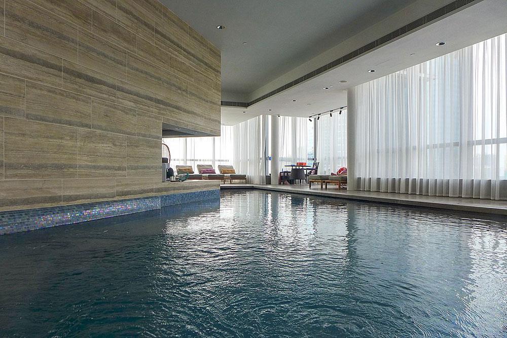 SKYPARK室內泳池 - Wpcpey作品 (維基百科)