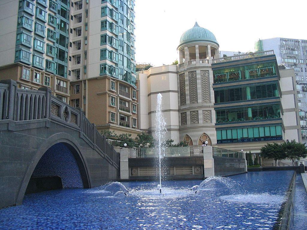 第三期悅濤灣噴泉 - Baycrest作品 (維基百科)