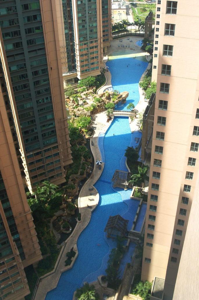 藍澄灣會所泳池 - Mk2010作品 (維基百科)