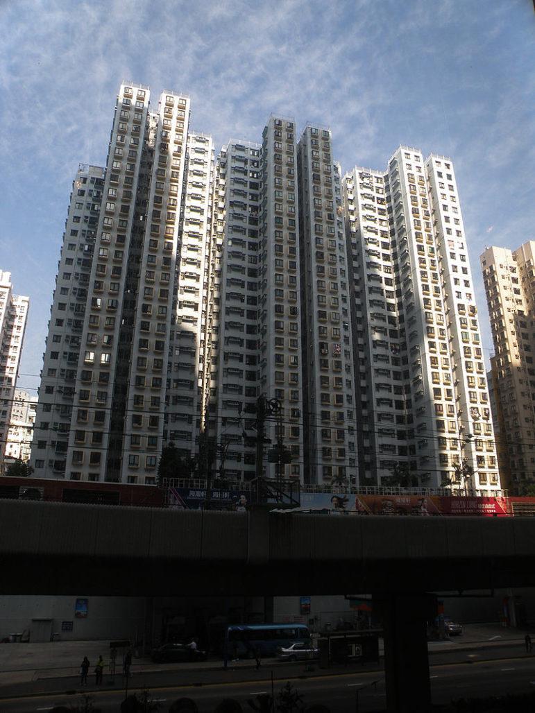 裕民中心面向觀塘道 - Exploringlife作品 (維基百科)