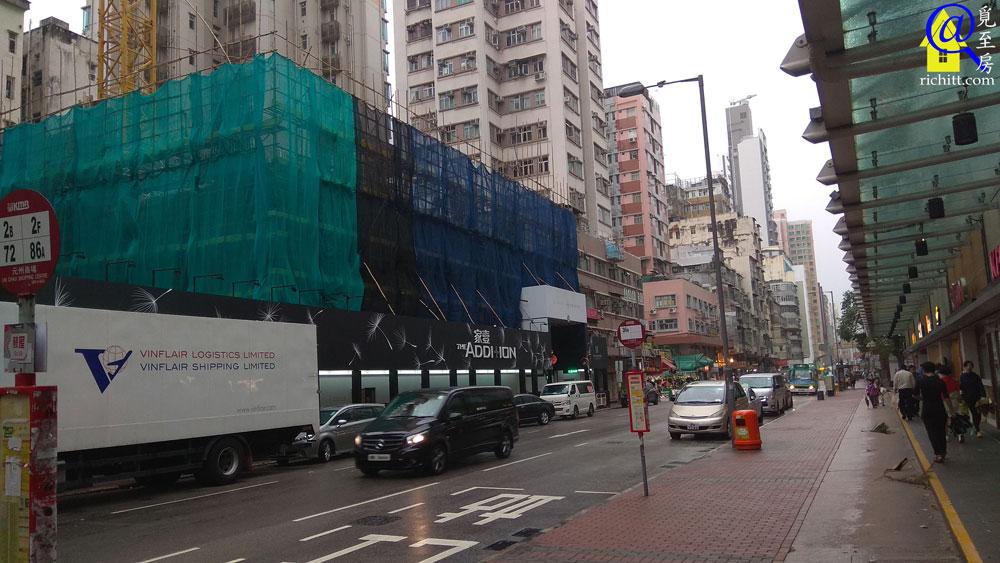 家壹 (建設中) 與元州商場只隔一條元州街 (拍攝於2019年4月19日)